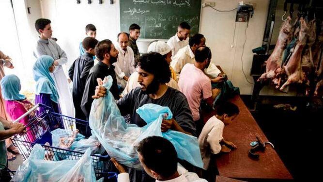 El mundo musulmán celebra la fiesta del cordero pese al riesgo del coronavirus