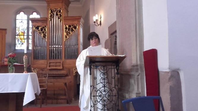 Christina Moreira, oficiando