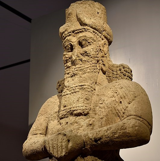 800px-Colossal_statue_of_the_god_Nabu,_8th_century_BCE,_from_Nimrud,_Iraq_Museum