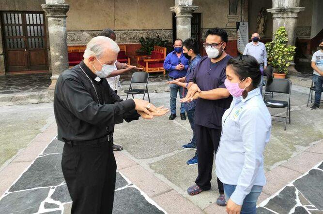 Mons. Castro Castro. Capacitación.