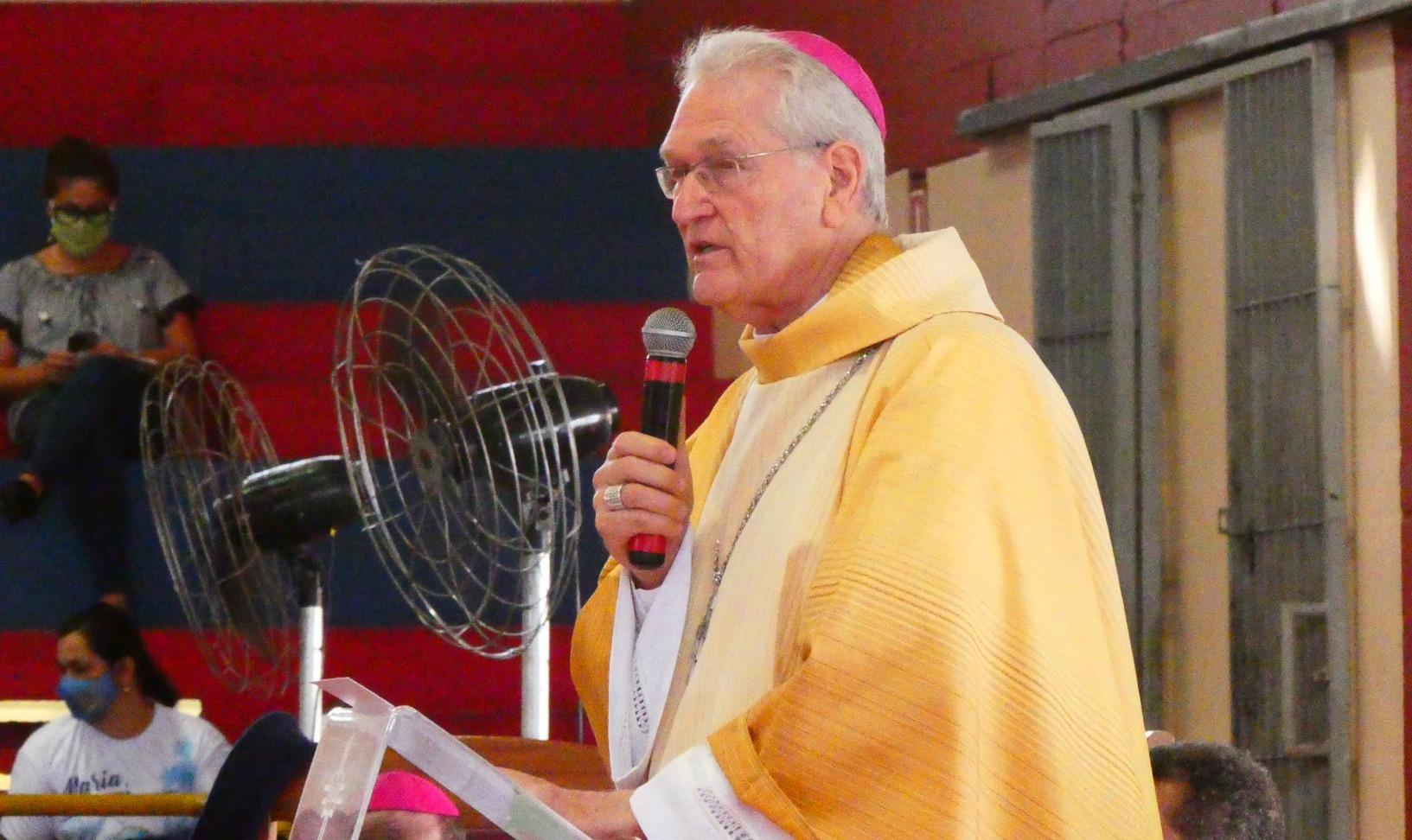 Mons. Leonardo Steiner en la misa crismal