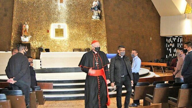 Arzobispo Aguiar. Marcando distancia.