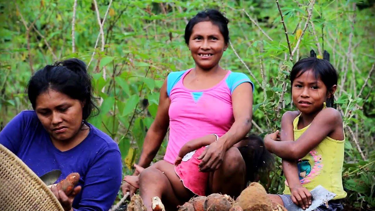 Mujeres indígenas en la Amazonía