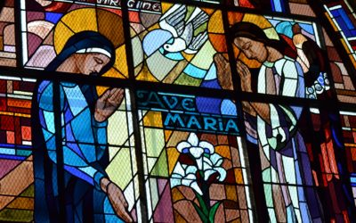 stained-glass-4877179_1920-400x250-1
