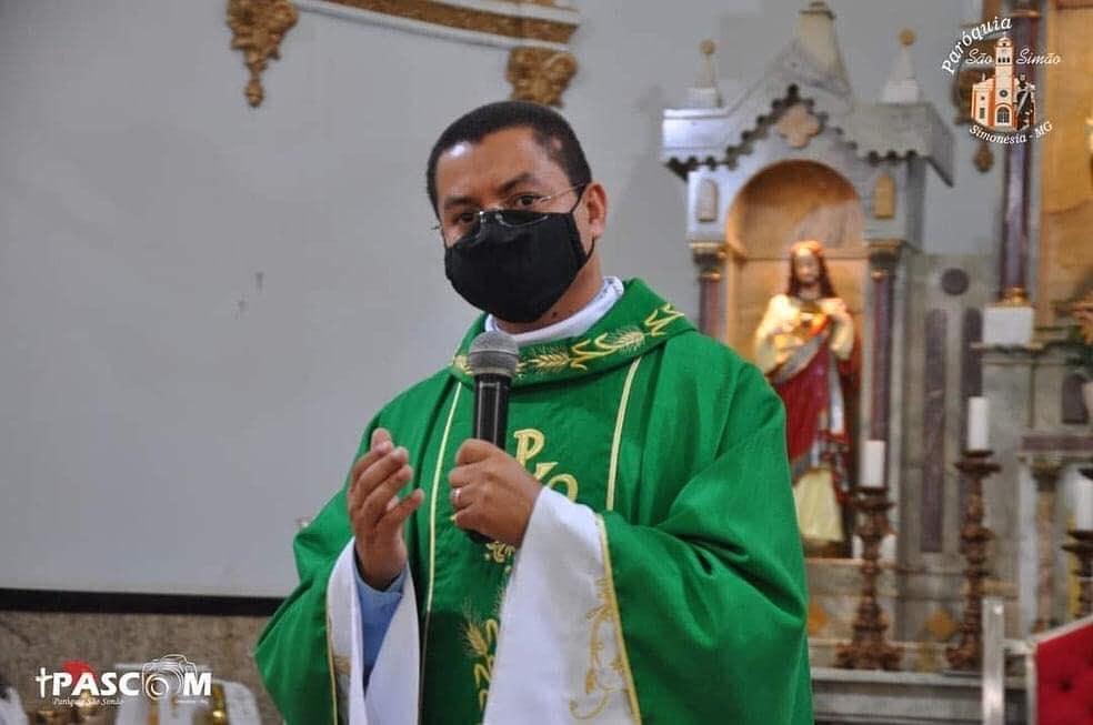 Padre Adriano Barros