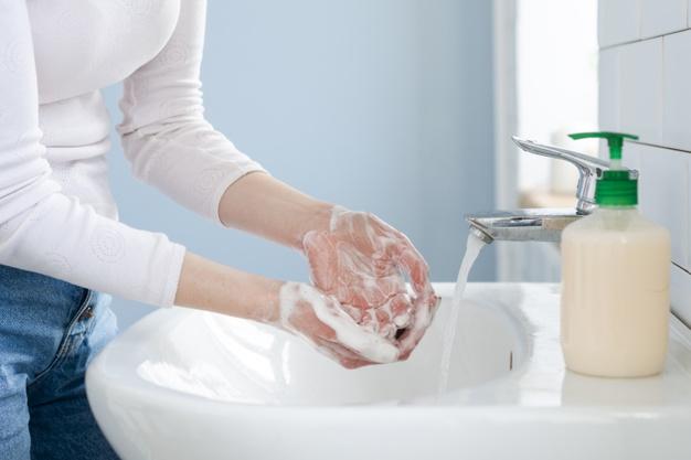 lavarse-manos-frecuentemente-agua-jabon_23-2148480563