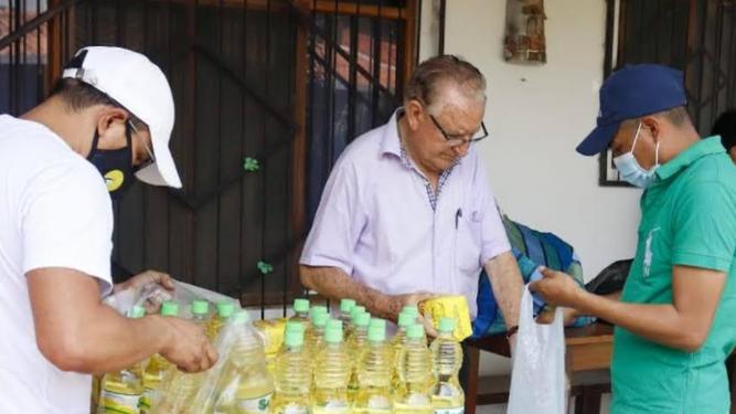 Nicolás Castellanos en sus proyectos de asistencia social