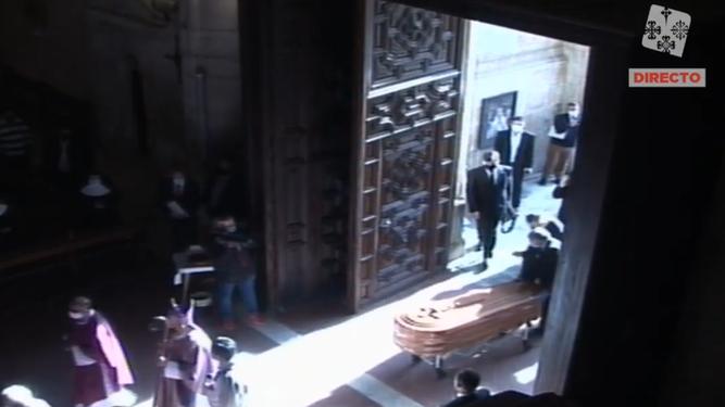 El féretro entrando en la catedral de Ciudad Real