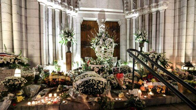Flores en la iglesia de Notre-Dame de Niza