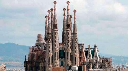 Iglesia-Sagrada-Familia-Wikipedia-100619