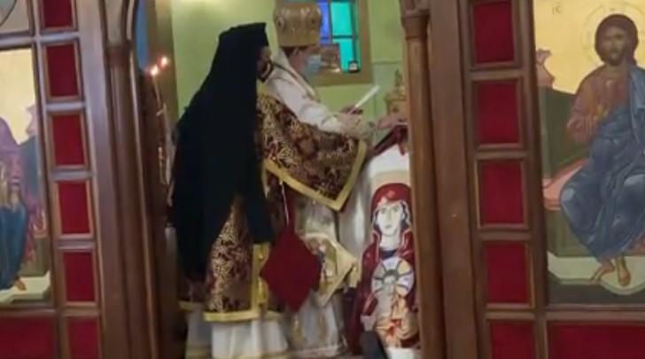 imposición de manos y evangeliario ortodoxos