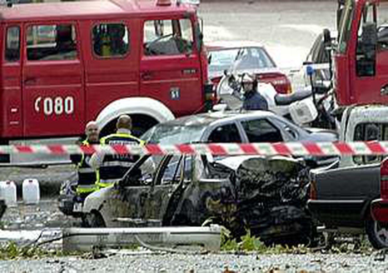 Aspecto del coche bomba que ha estallado.