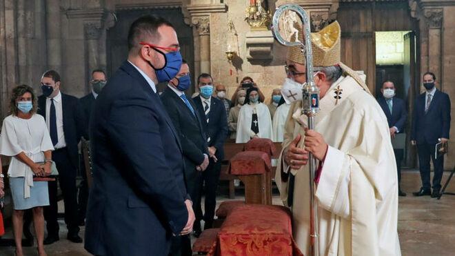 Jesús Sanz, con el presidente de Asturias, Adrián Barbón