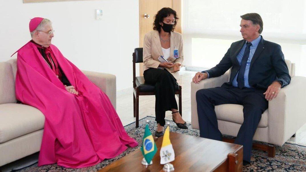 Bolsonaro y el nuncio en Brasil