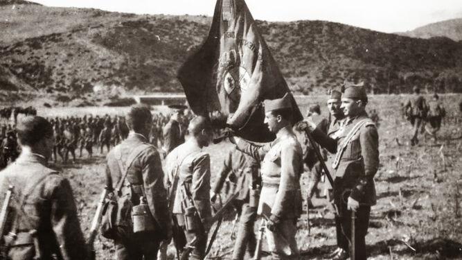 Legionarios jurando bandera