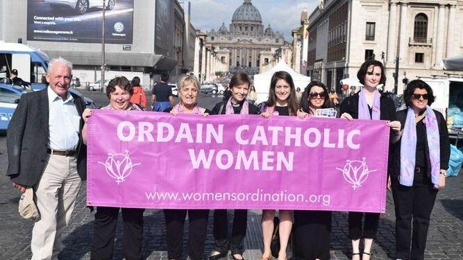 Colectivo de ordenación de mujeres en la Iglesia