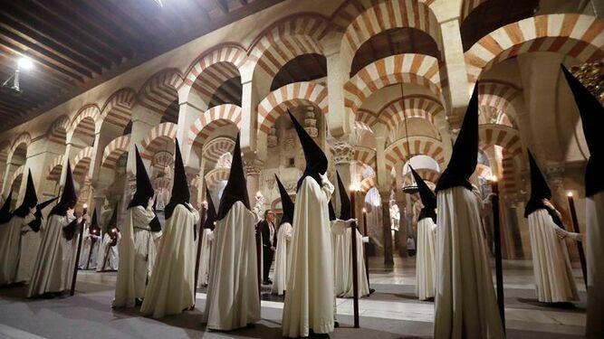 Procesiones en Semana Santa en la mezquita-catedral de Córdoba