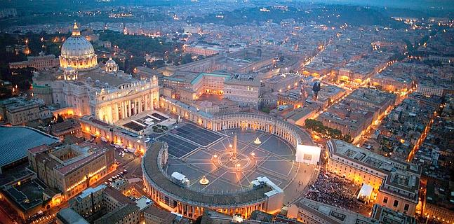 Saint_Peter's_Square_airview