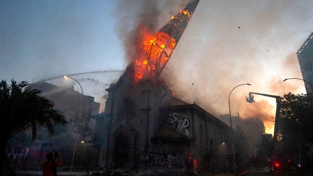 Iglesia incendiada Chile
