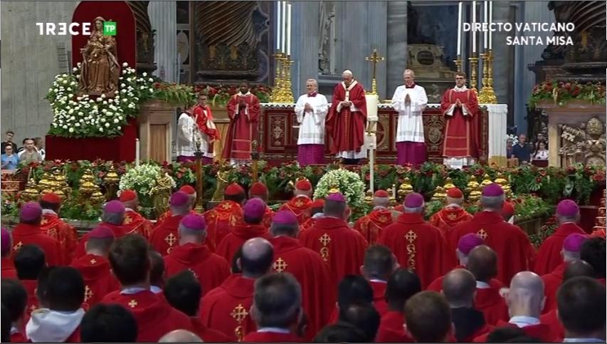 09_44 - Cardenales y Obispos - Casulla Roja