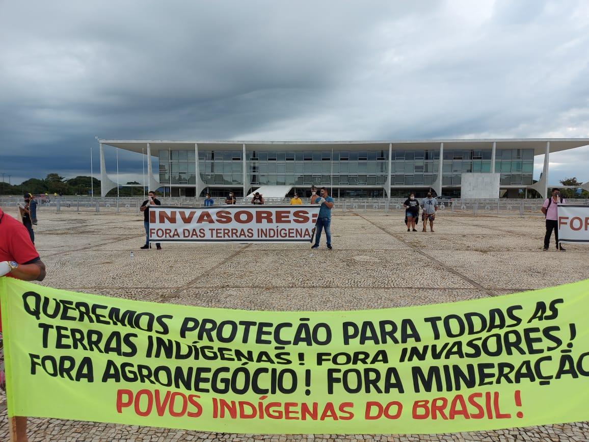 Indígenas en Brasília