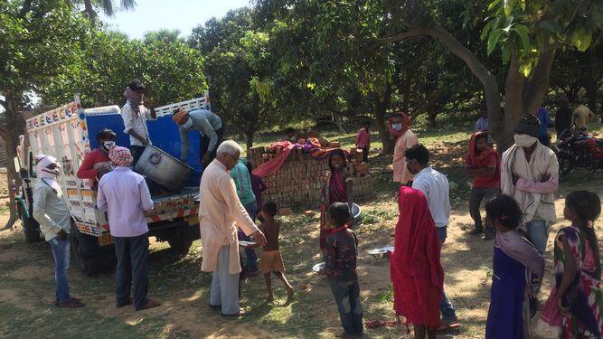 Reparto de víveres en India