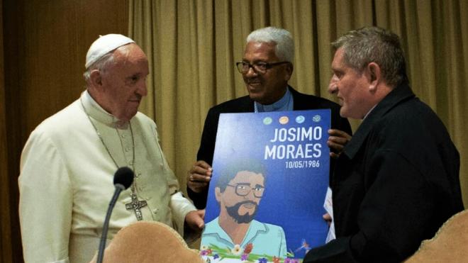 Papa Francisco recibe imagen de padre Josimo
