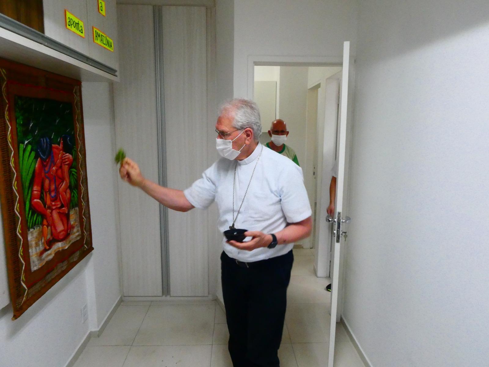 Dom Leonardo abençoa sede da REPAM
