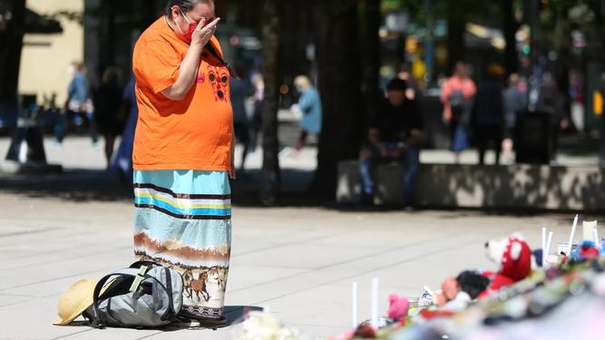 Duelo en Canadá por los niños indígenas muertos en escuelas cristianas