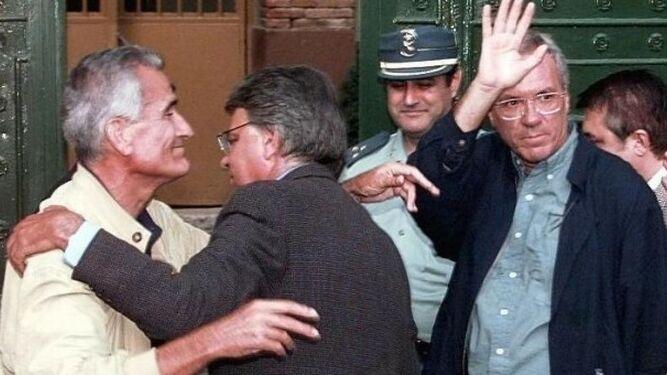 José Barrionuevo y Rafael Vera indultados por el gobierno de José Mª Aznar
