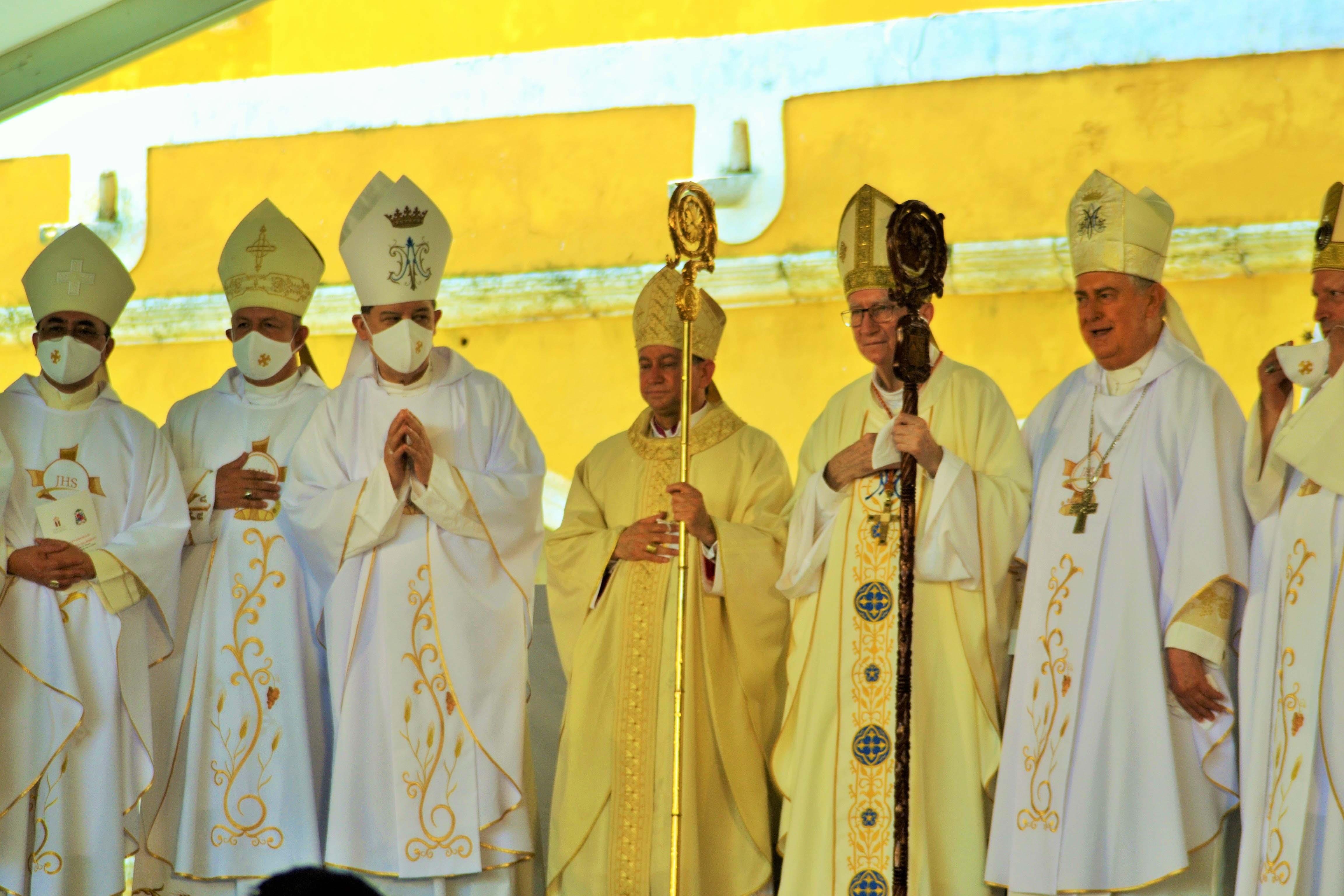 ordenacion izamal obispos