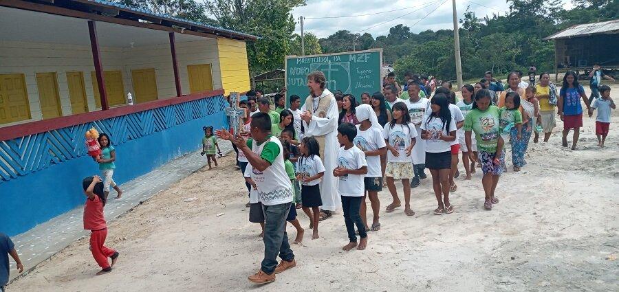 Escuela indígena en la Amazonía