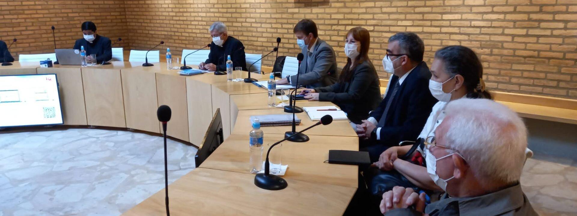 Reunión Ministro obispos Paraguay