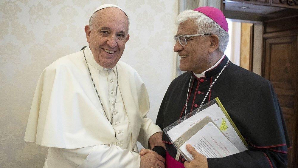Papa Francisco y Mons. Cabrejos