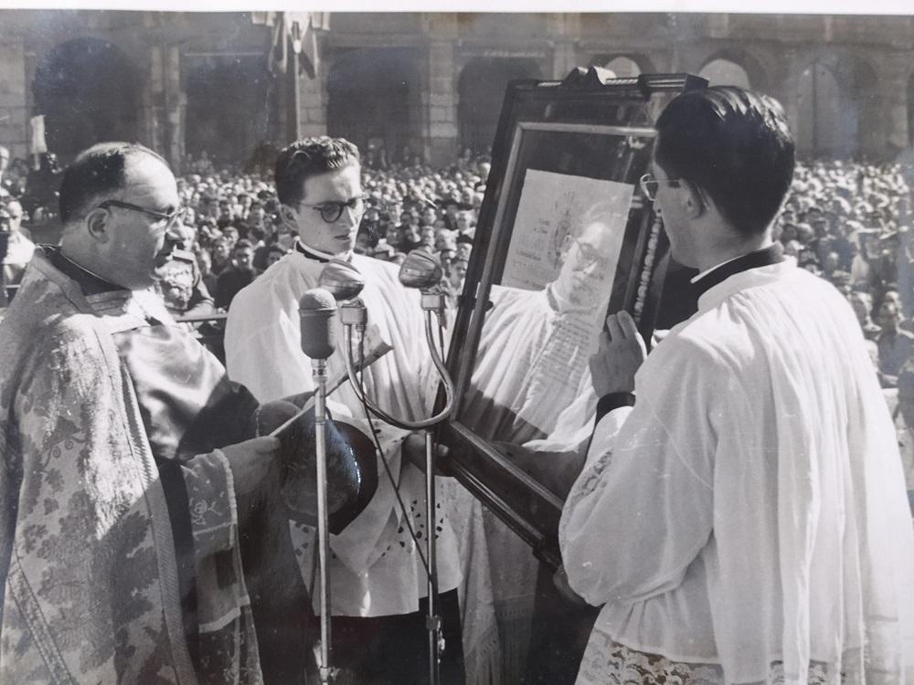 Felix Nuñez en la Coronacion 1954 03